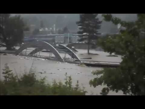 Reka nosi most!