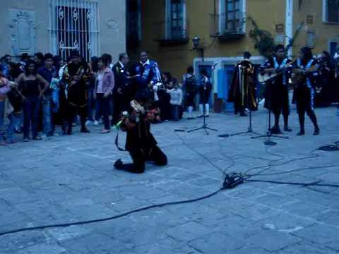 Baile de pandero estudiantina real mexiquense con la tuna de distrito de guanajuato