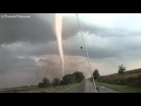 Intense, close-range tornado video!