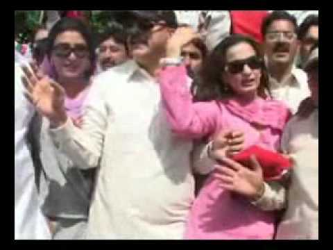 Prime Minister of Pakistan Gillani Enjoying Demonstration with Sheree Rehman