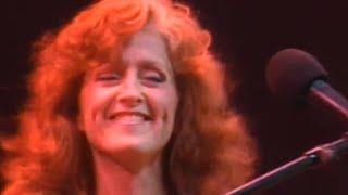 Watch Bonnie Raitt Give It Up Or Let Me Go video
