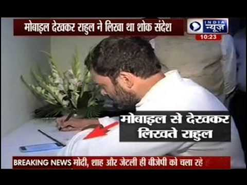 Rahul Gandhi copies condolence message for Nepal from phone