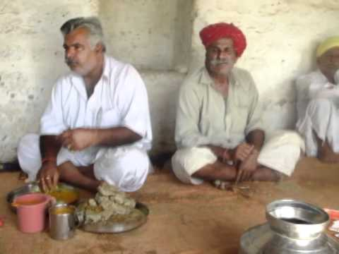 Sitting with a bunch of opium smoking men in the Thar desert, Jailsamer, India (Part 1)