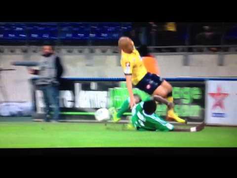 Attentat du boucher Kurt Zouma sur Thomas Guerbert lors du match Sochaux - Saint-Etienne.