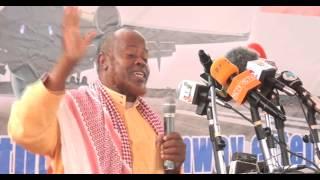 Sheekh Cismaan Cali Xuseen oo Khudbadii Sanadka ka jeediyey Madaarka Hargaysa.
