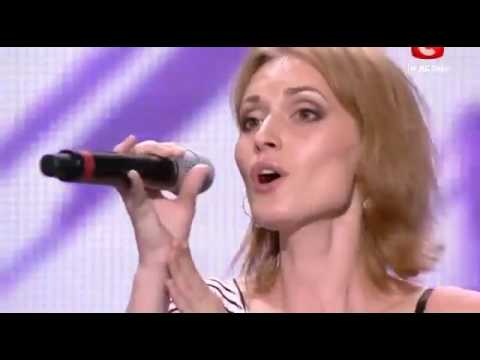 Amazing Voice!Judges stopped her because they couldn't believe it's her real voice!English