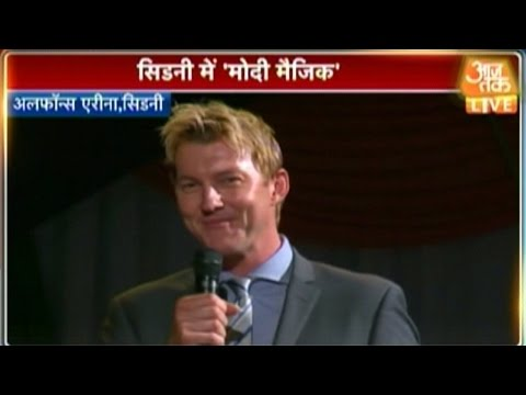 Brett Lee & Tannishtha Chatterjee warm-up the crowd for Modi's Speech