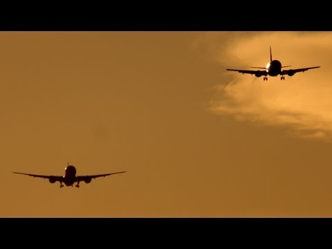 Beautiful time-lapse landings from Heathrow Airport