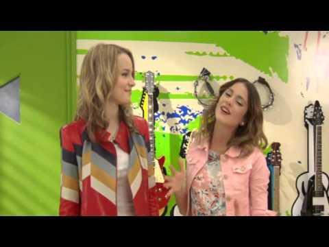 Violetta y Bridgit Medler cantan juntas