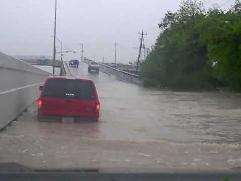08 toyota tundra driving through a flood on the hardy toll road feeder in houston Video