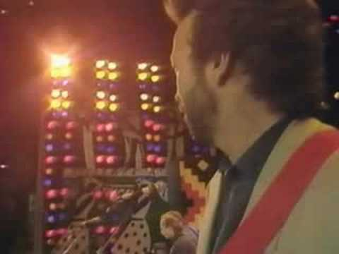 Dire Straits & Eric Clapton - Walk of Life [Wembley -88]