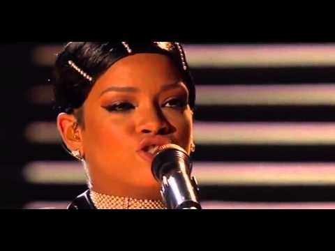 Rihanna - Diamonds (Live At AMA 2013)