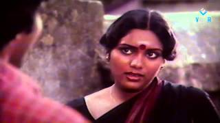 Neengal Kettavai Movie Love Scene