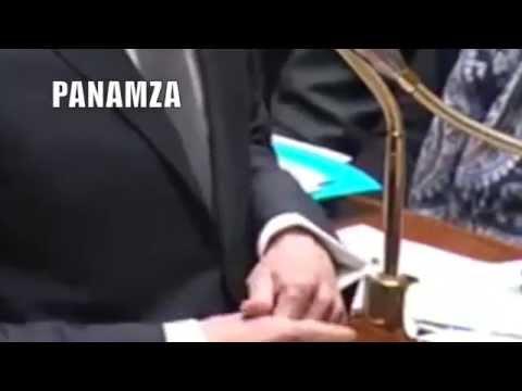 La main gauche de Manuel Valls
