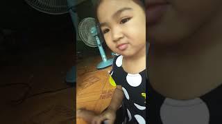 Bạn Bon ăn kẹo Hubabuba và khoe đồ chơi ghép hình và điện thoại _Ánh Dương Nguyễn _