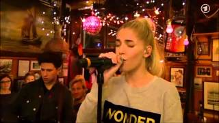 """London Grammar : """"Strong"""" (Inas Nacht TV show, Germany)"""