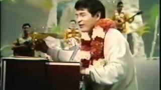 "Don Ho sings ""Tiny Bubbles"" - Hollywood Palace 1/21/67"