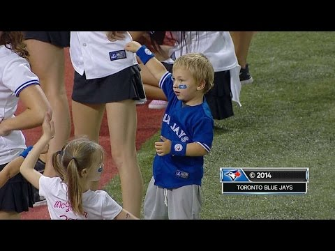 Players' kids pump up crowd at Rogers Centre
