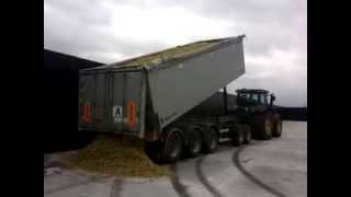Big JD R335 + big camion trailer on silages camp!!