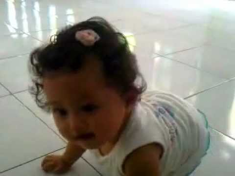 Baby Valerie Excited On cicak Cicak Di Dinding Song video