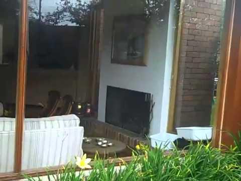 Excelente casa para la venta iluminada jardin interior for Casas de jardin
