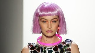 "Download Lagu Gigi Hadid SLAMS Body Shamers Who Called Her ""Too Skinny"" At NYFW Gratis STAFABAND"