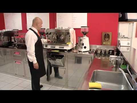 Come pulire una macchina da caff video guida e - Macchina del caffe bar ...
