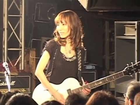 Jikki plays Long Live Rock 'n' Roll