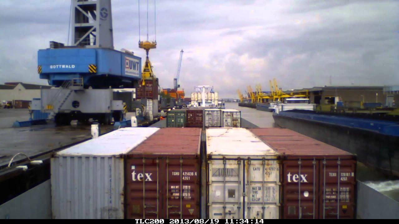 Timelapse d'un cargo dans le port de Rotterdam