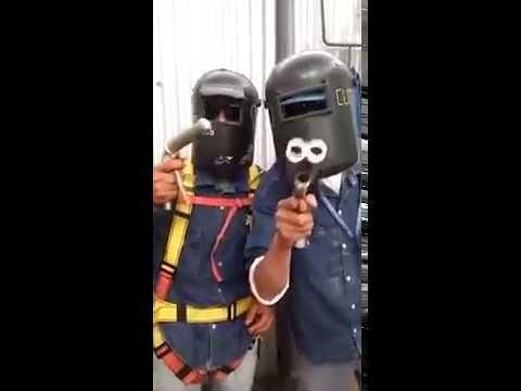 La parodia de unos obreros al video de los ladrones del banco de General Rodríguez