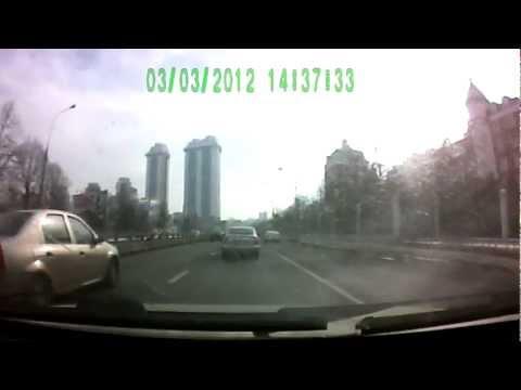 Водитель Порше Каен совершил ДТП и скрылся