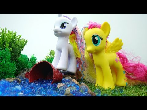 Игрушки для девочек! ВИДЕО ПОНИ: Флаттершай и Рарити нашли волшебную воду 💦! Играем с #пони!