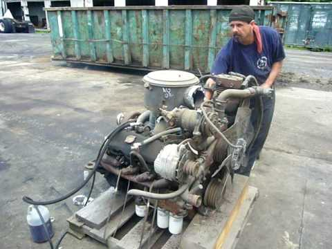 Detroit 8.2 turbo motor running