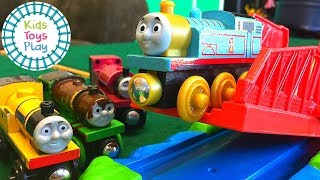 Thomas and Friends Wooden Railway Train Racing | Thomas Toy Train Jumping Competition