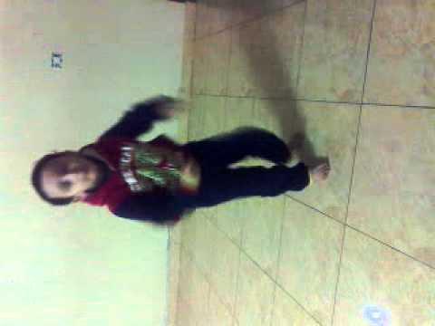 رقص مصري شعبي من طفل فلسطيني thumbnail