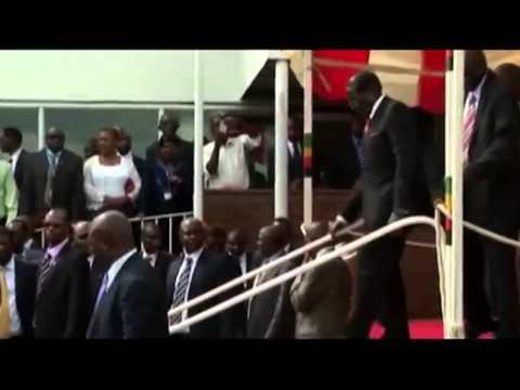 Robert Mugabe falls down steps after speech in Zimbabwe
