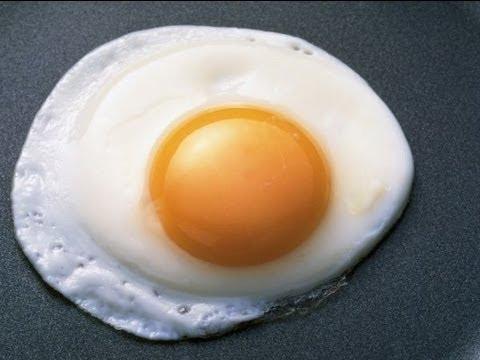 Как жарить яичницу - видео