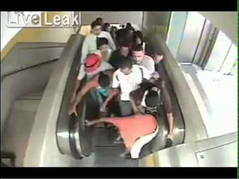 фото скрытой камерой на эскалаторе
