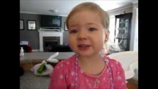 Makena, menina de dois anos canta Adele!