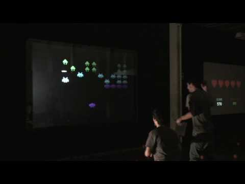 Space Invaders en una pantalla multitouch
