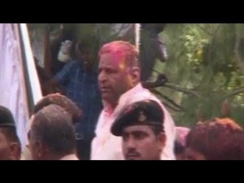 Mulayam Singh Yadav celebrates Holi