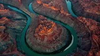 ලොව සුන්දරම තැන් වලින් ගලා යන කොලරාඩෝවColorado River - America's Most Endangered River 2013
