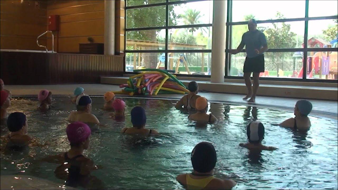 Sesi n de aquataichi en piscina climatizada camilo cano la for Piscina municipal camilo cano