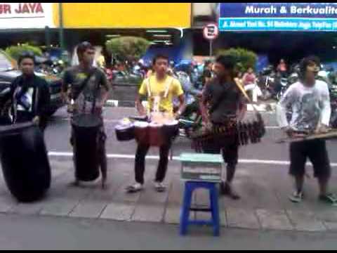 Prau Layar (malioboro Street Music) video
