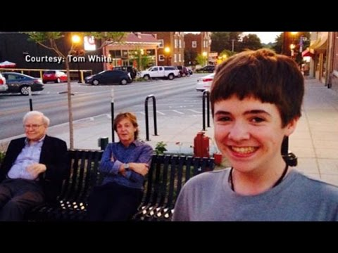 Instant Index: Young Boy Takes Ultimate Selfie With Paul McCartney and Warren Buffett