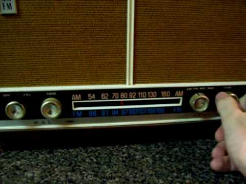 Admiral YH611 Tube Powered Tabletop Radio