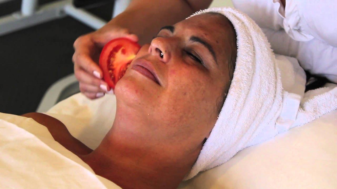 Rub Face Rubbing Tomato on The Face