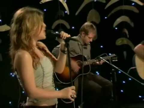 Kelly Clarkson - 01 - Behind These Hazel Eyes (Acoustic Live on VH1 - 18 January 2005)