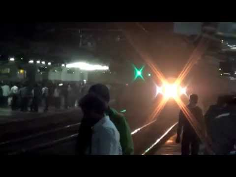 Lite Wap-5 Speeds Past Overtaking Virar Passenger At Navsari!!!!!! video