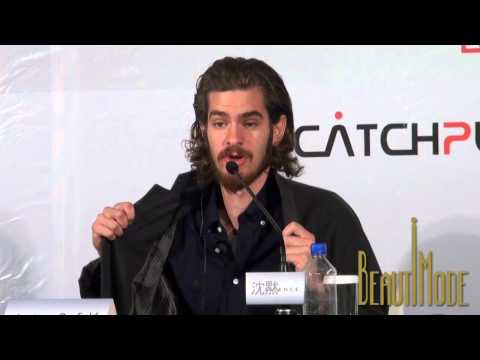 Andrew Garfield showed off his new jacket bought in Taiwan Night Market  'Silence' Press Conference